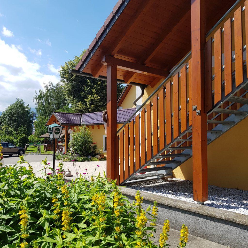 Schweizerhof Spielberg Garten