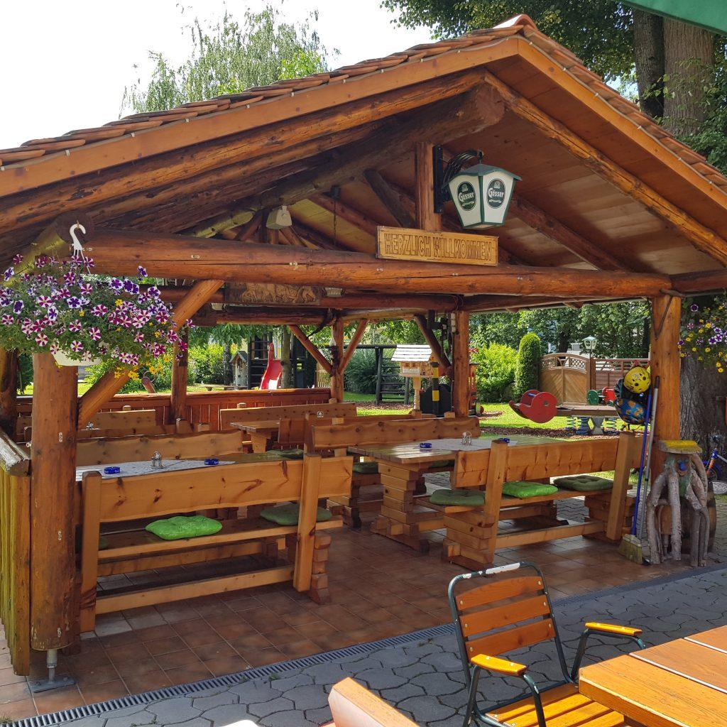 Schweizerhof Spielberg Gastgarten